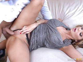 порно видео жену трахнул мужа друг