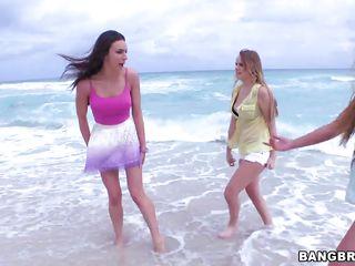 Трах на пляже видео